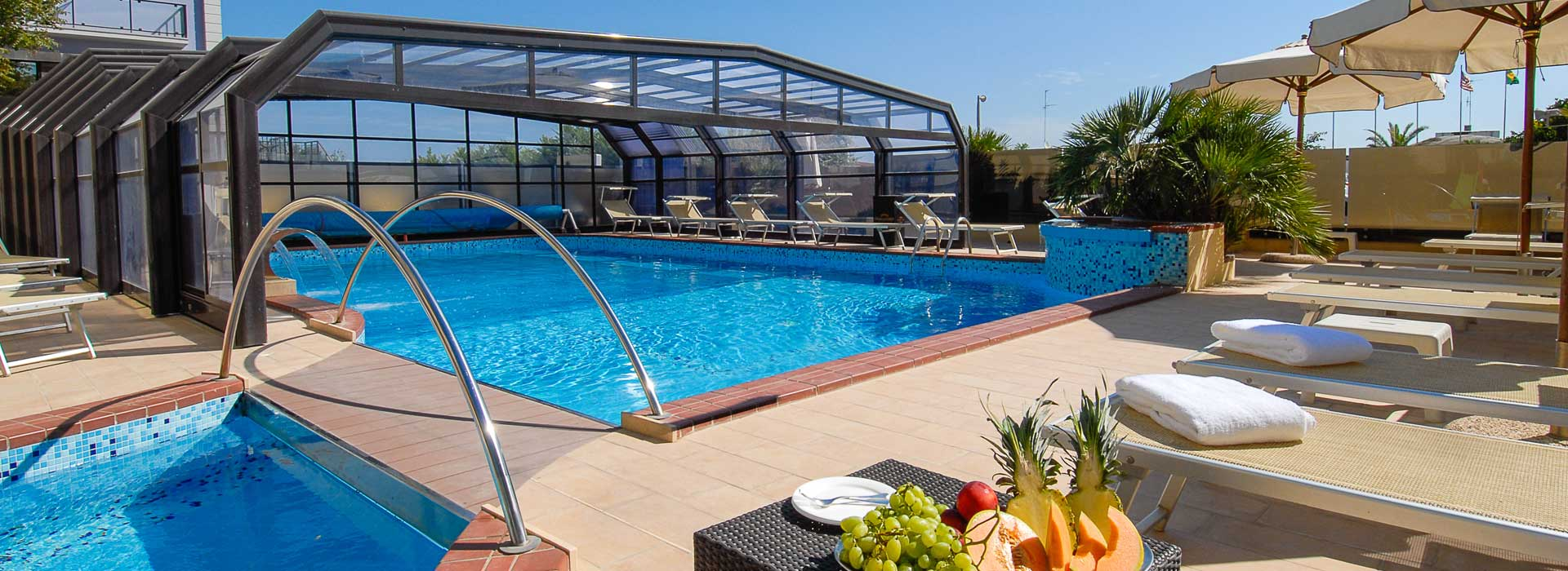 Decking wpc prezzi idee di architettura d 39 interni e for Busatta piscine prezzi